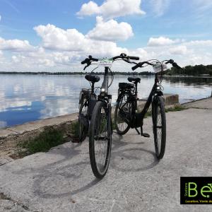Deux vélos de Station Bee's au Grand Parc Miribel Jonage  © Jérôme Bouvet