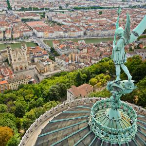 Statue de Saint-Michel sur les toits de la basilique de Fourvière © Gaël Fontaine