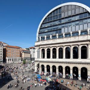L'Opéra de Lyon et la Place de la Comédie © www.b-rob.com