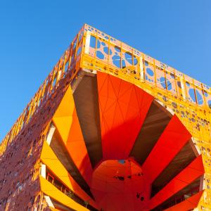 Le Cube orange à la Confluence © Shutterstock / Dvoevnore ©Jakob + MacFarlane architectes